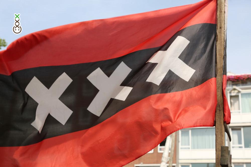 drie kruisjes AMSTERDAM XXX